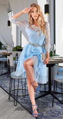 Небесно-голубое гипюровое платье-пачка