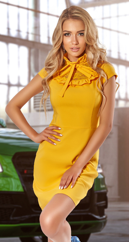 Красивое платье с гипюром