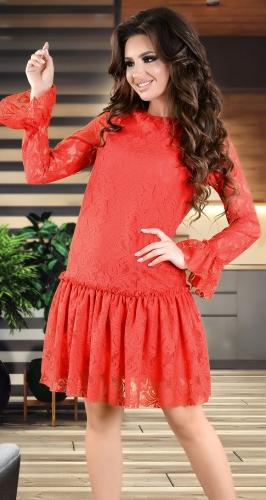 Нежное коктейльное платье красного цвета